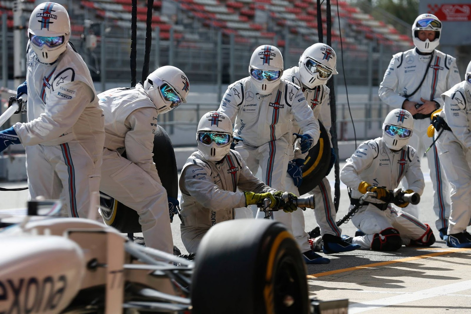 Gli uomini Williams pronti al pit stop